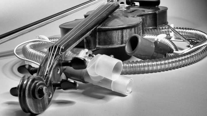 Cropped 2018 10 01 Violine Nebst Beatmungssystem.jpg